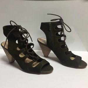 Vince Camuto Eleyn Olive Green Nubuck heels (9M)